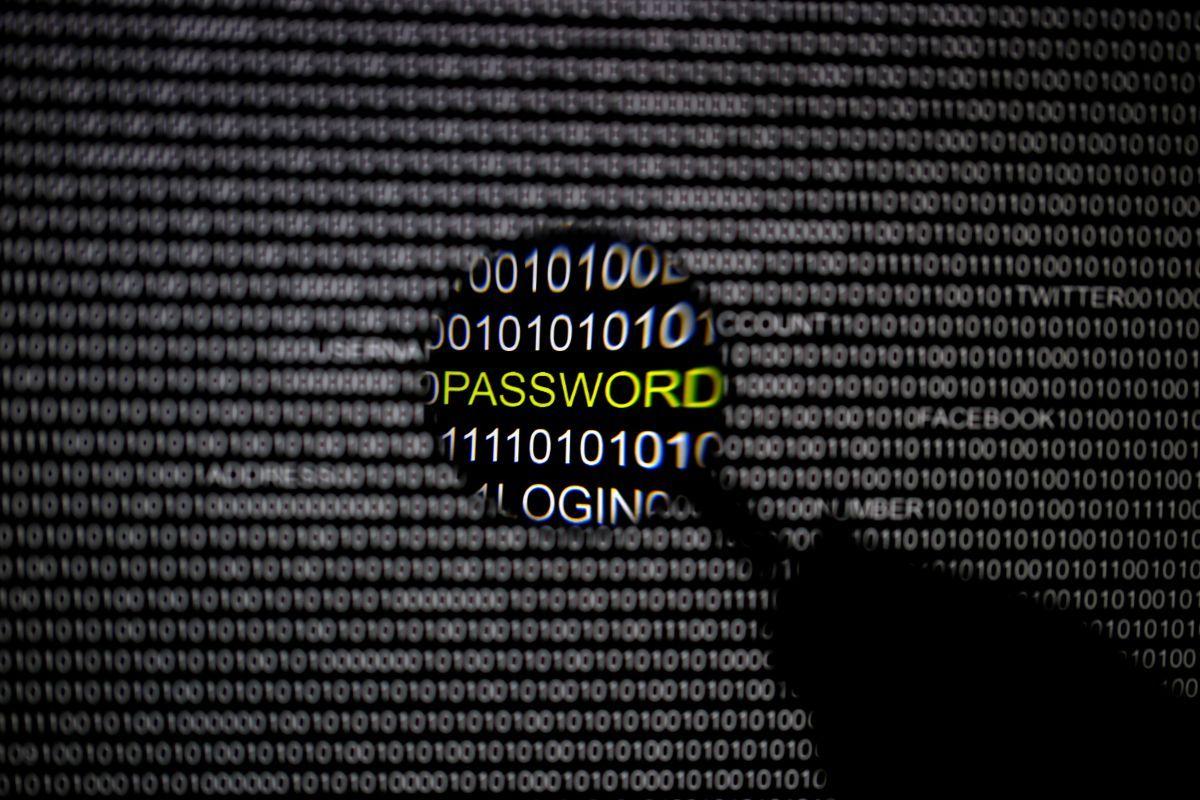 Эксперт дал пользователям несколько простых советов, которые помогут не стать жертвой хакеров / ИллюстрацияREUTERS