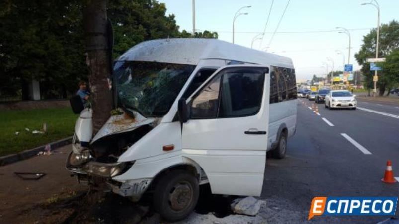 За словами свідків, водій маршрутки заснув за кермом / Фото espreso.tv