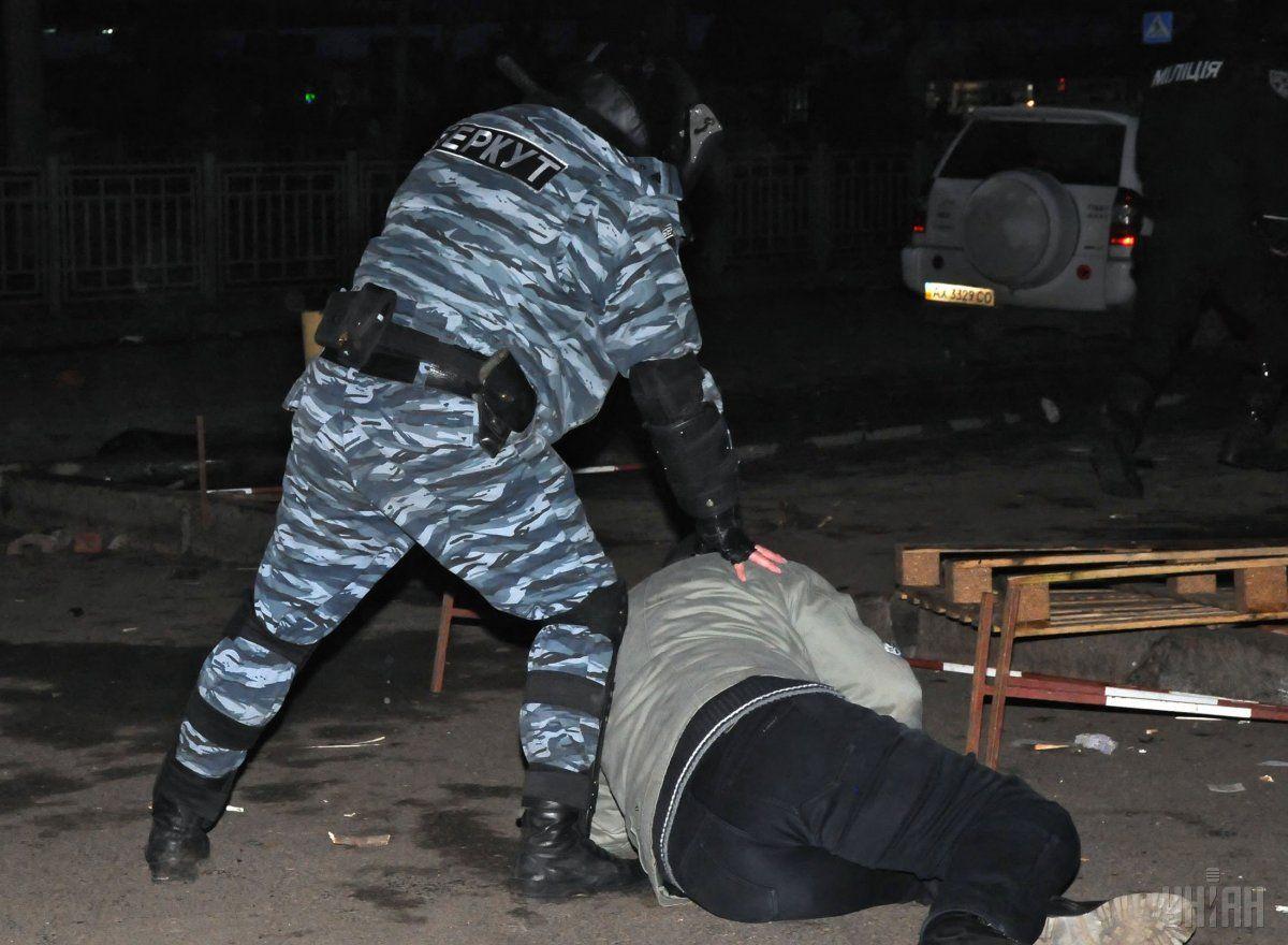 Андрей Хандрыкин, которого обвиняли в избиении и пытках активистов, работает в харьковской полиции / УНИАН