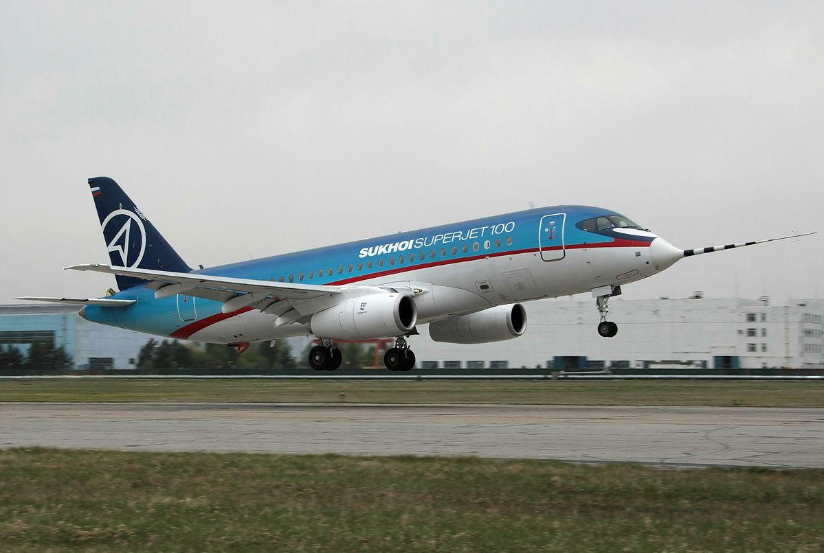Итальянская компания хочет свети к минимуму свое участие в российском проекте Sukhoi SuperJet 100 / en.wikipedia.org
