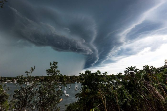 """Австралия пострадала от циклона """"Кельвин"""" / Strange sounds"""