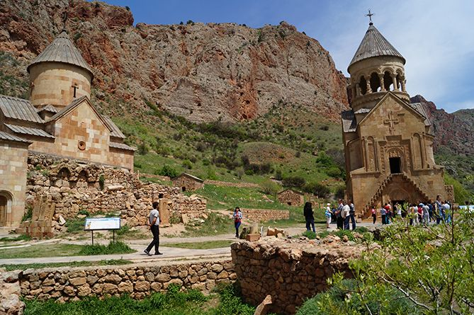 Нораванк – монастырский комплекс, построенный в XIII в.