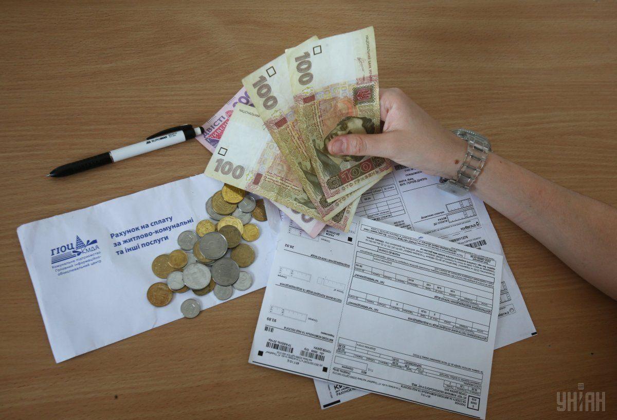 """Українці вірять, що майбутній президент прибере """"космічні"""" суми з платіжок за ЖКП / Фото УНІАН"""