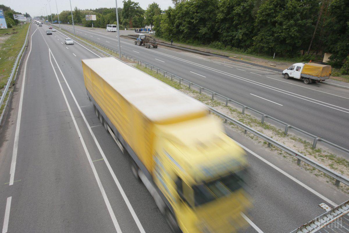 На примусовий відстій лише 6 серпня відправили 57 вантажівок / фото: УНІАН