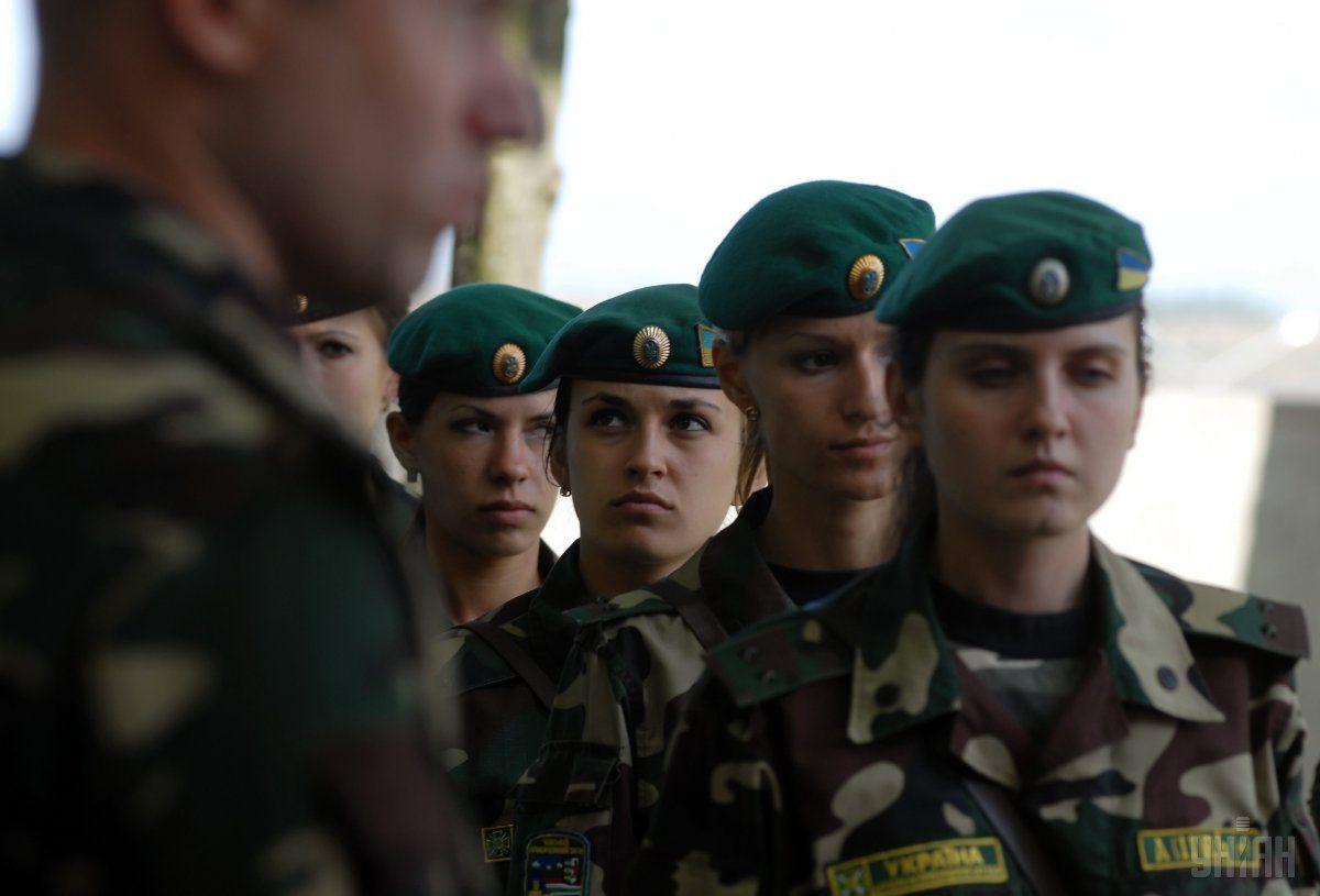 Цього року на військову службу за контрактом пішла рекордна кількість жінок / Фото УНІАН