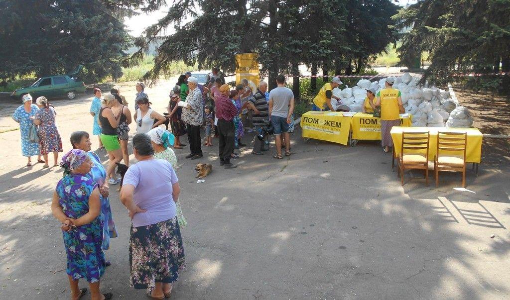 Всего жителям Красногоровки уже выдано более 14,3 тысяч продуктовых наборов, 725 из которых – детские / Фото: Пресс-служба Гуманитарного штаба Рината Ахметова