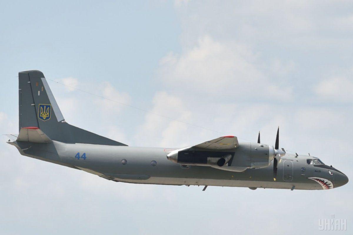 Украинский самолет получил повреждение корпуса, экипаж не пострадал / УНИАН