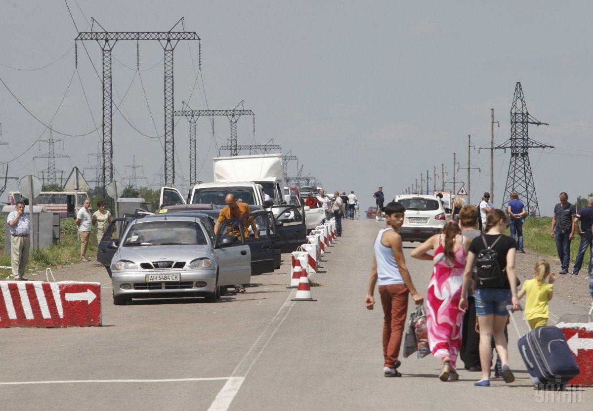 Пересечение линии разграничения усложнилось из-за оккупантов / Фото УНИАН