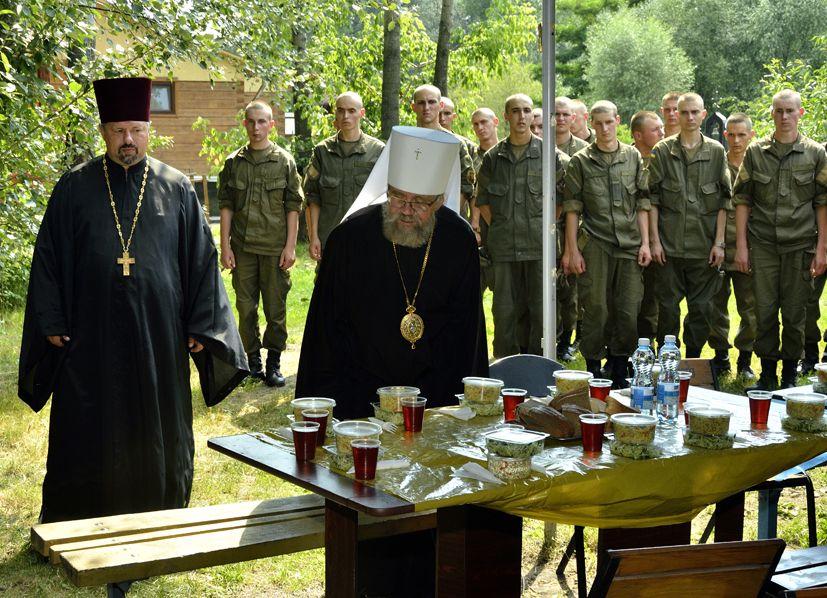 После молебна всех угощали солдатской кашей