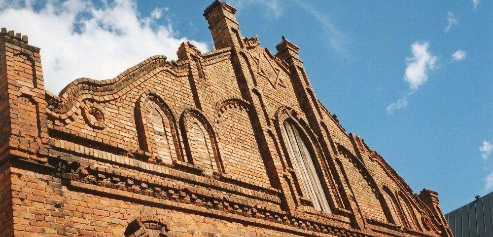 Старинная Симнасская синагога 1905 года может уйти с молотка