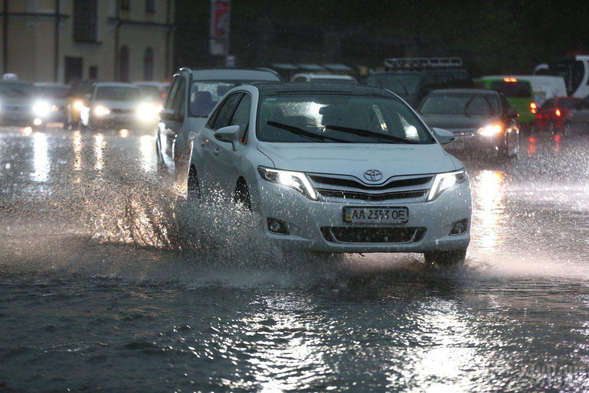 На автошляхах України місцями пройдуть дощі / УНІАН
