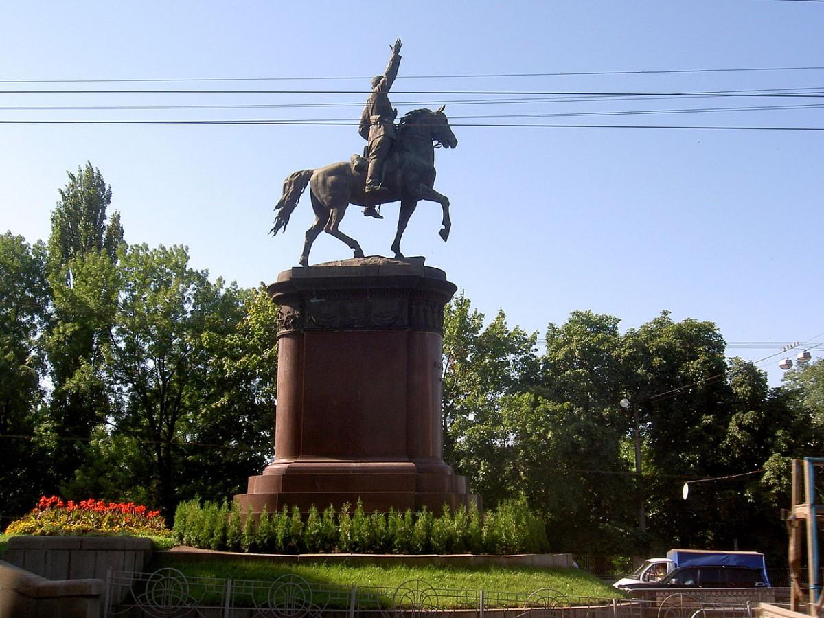Памятник Щорсу / wikipedia.org
