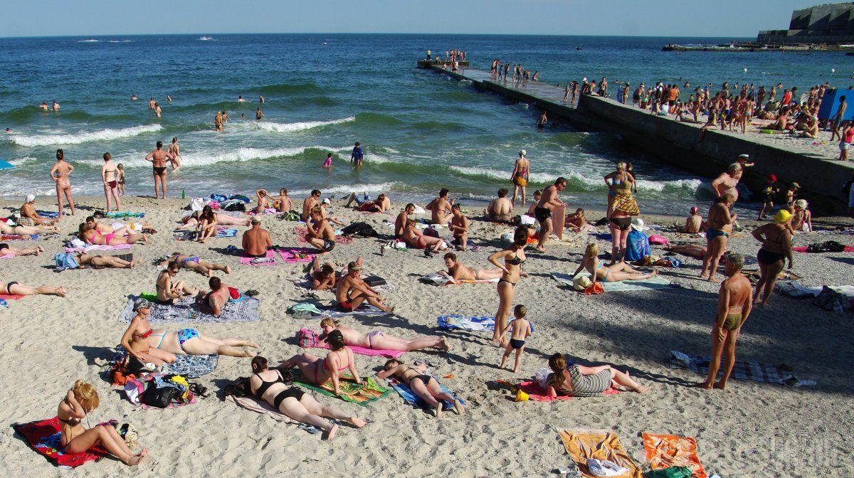 Вода на пляжах отвечает нормативным требованиям / Фото УНИАН