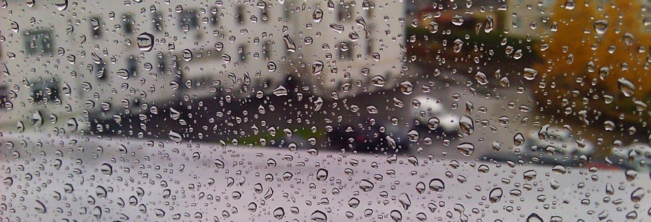 На заході України завтра похолодає і пройдуть дощі, в інших регіонах буде сонячно і сухо (відеопрогноз)