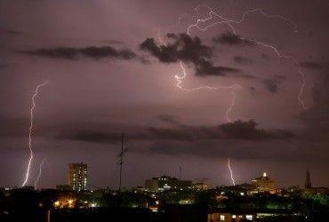 Более 30 человек погибли в результате ударов молний в Индии