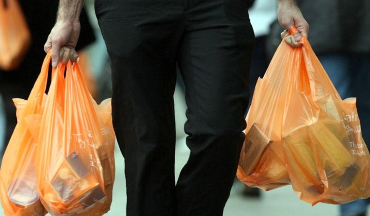 Разложение пластиковых пакетов составляет более 100 лет \ lajulah.com