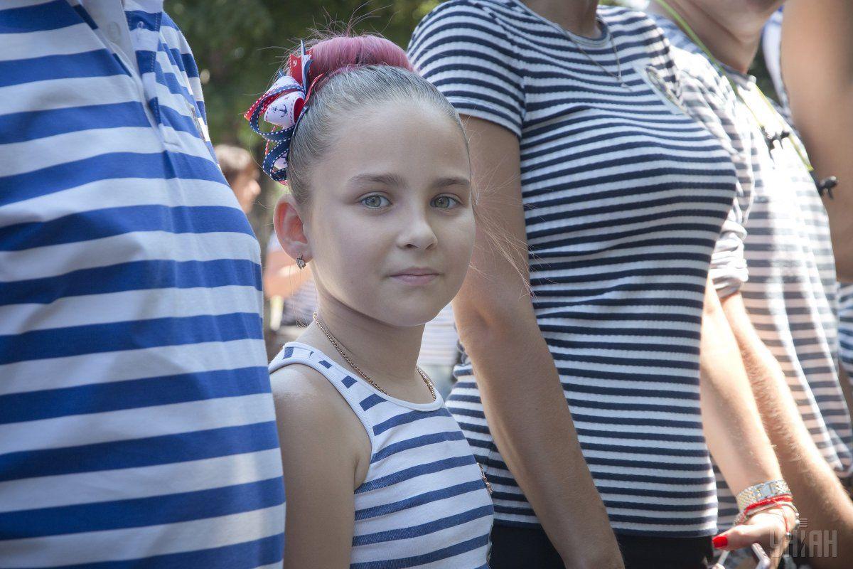 Самую длинную живую цепь в тельняшках создали в Одессе ко Дню ВМС / УНИАН