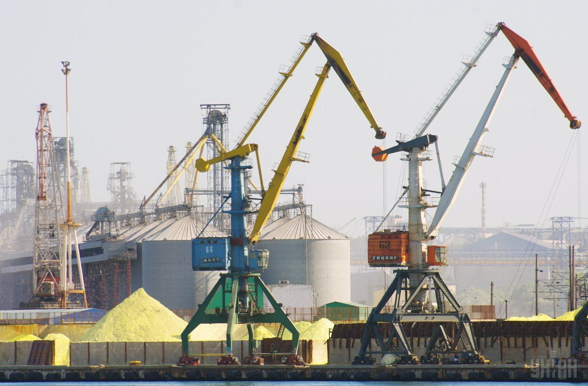Днопоглиблення в порту підвищить його конкурентоспроможність в басейні Чорного моря / фото УНІАН