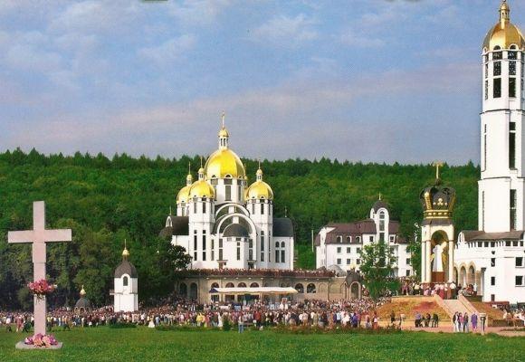 Всеукраїнська проща до Марійського духовного центру Зарваниця. Фото: pilgrimage.in.ua