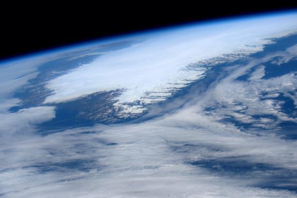 twitter.com/Astro_Jeff Більше читайте тут: http://dt.ua/TECHNOLOGIES/astronavt-nasa-opublikuvav-znimok-grenlandiyi-z-kosmosu-212999_.html