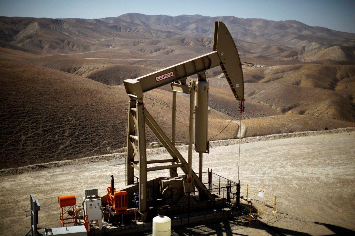 Нефть теряет вцене: Brent— $52,23, WTI— $49,41