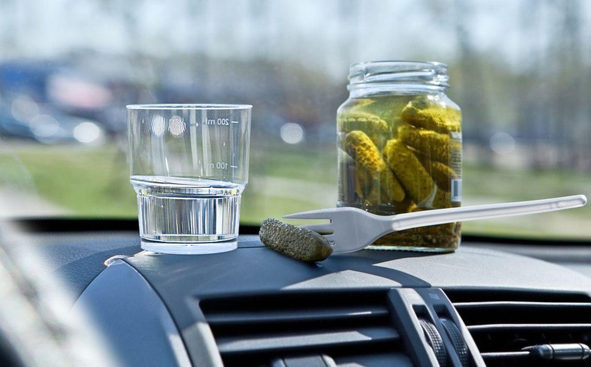 Лікар пояснив, чому не можна закушувати алкоголь маринованими огірками / uk-sovetnik.com