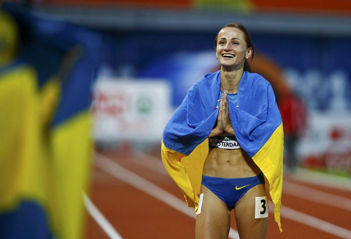 Украинки первый раз видео фото 299-246