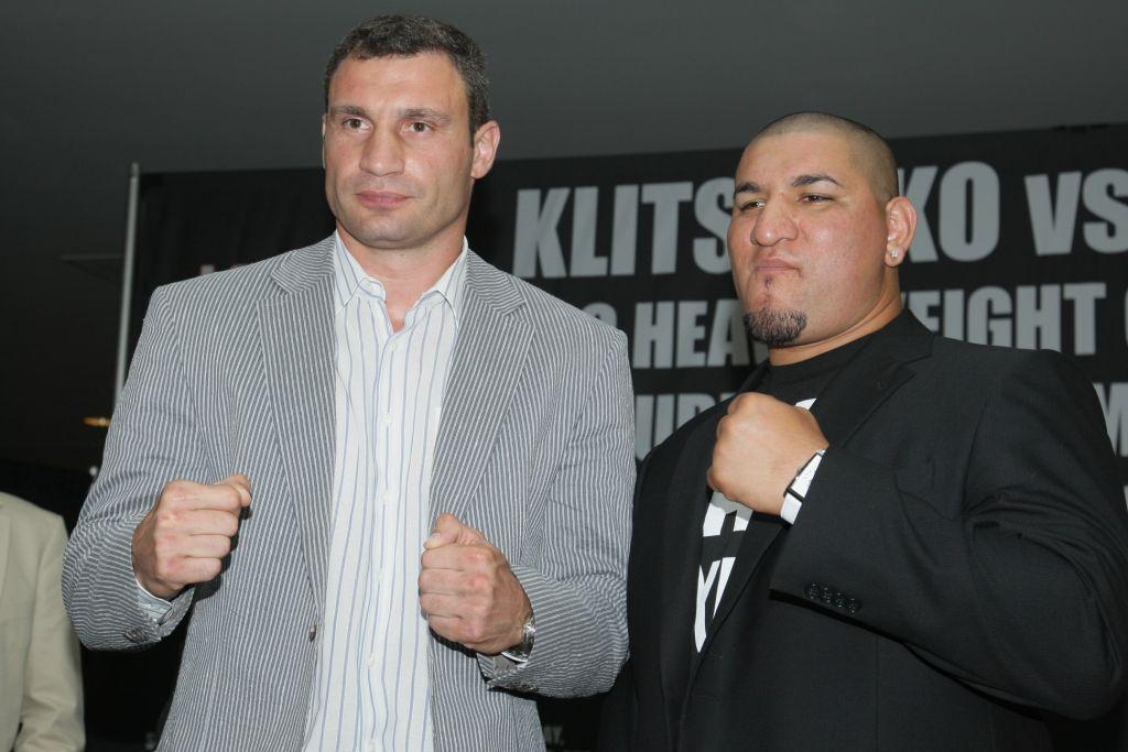 Семь лет назад Арреола проиграл Виталию Кличко / fightkings.com