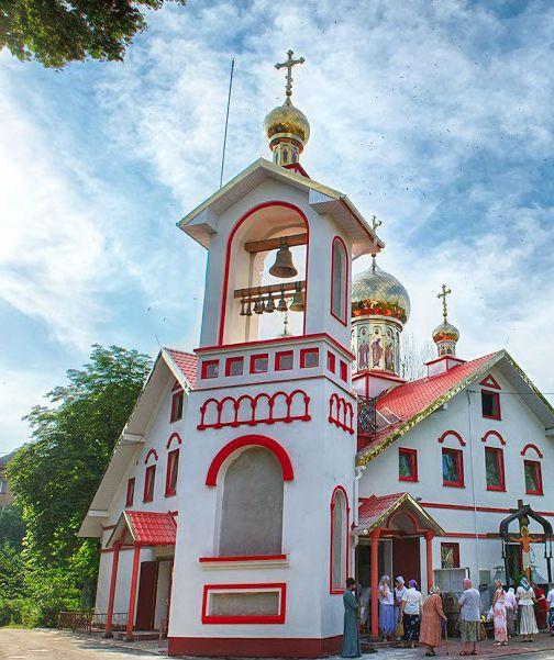 Церковь первоверховных апостолов Петра и Павла на Нивках