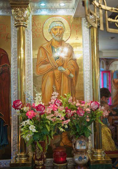 Икона святого апостола Петра в иконостасе храма