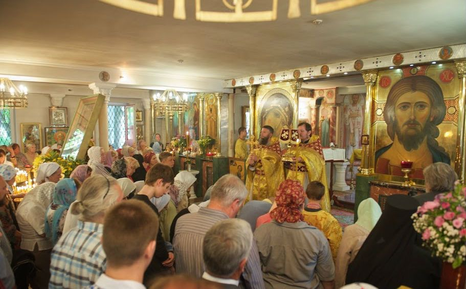 Литургия в Петропавловском храме