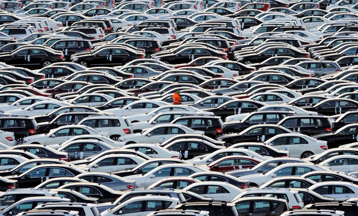 Кабмін заборонив обладнати місця для паркування на тротуарах / REUTERS