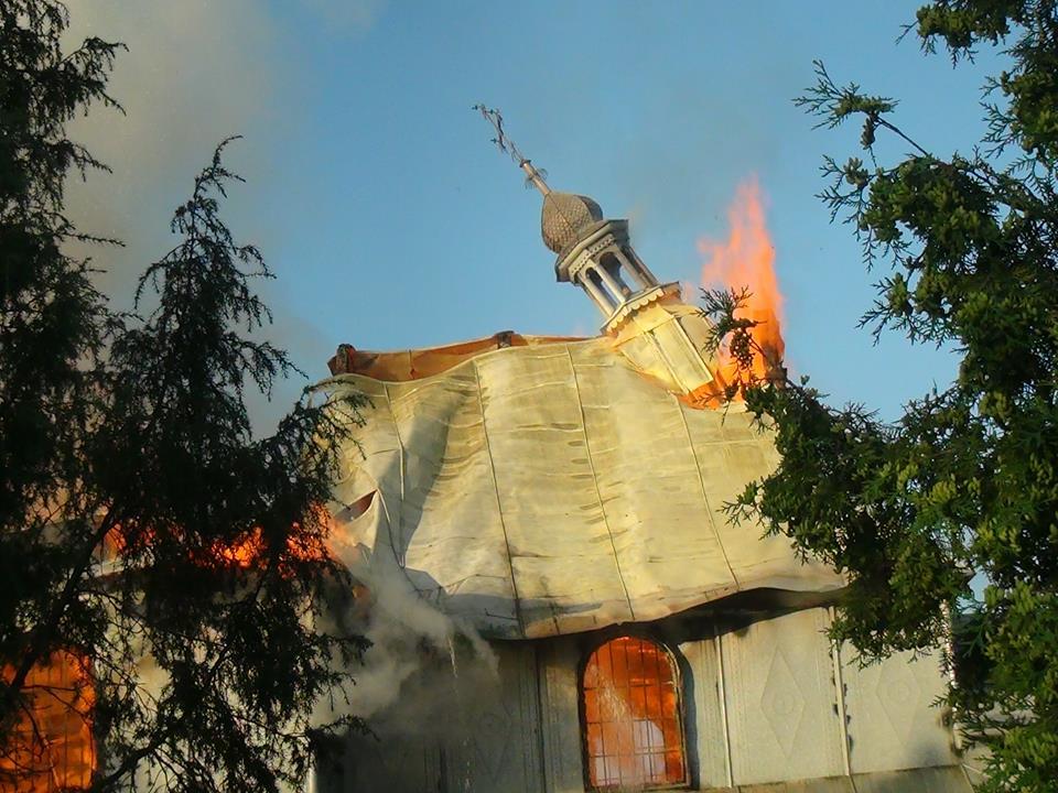 В 6 липня селі Черніїв Тисменицького району виникла пожежа в приміщенні дерев'яної Української греко-католицької церкви Святого Миколая