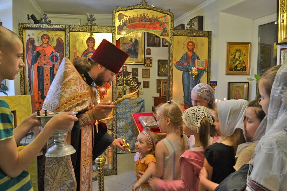 Ученики воскресной школы на молебне