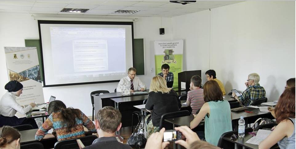 Саид Исмагилов докладывает на тему Мусульманская община Украины в 2014—2016 гг. Фото: Ислам в Украине
