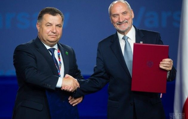 The agreement was signed on the sidelines of the Warsaw NATO Summit / Photo from UNIAN