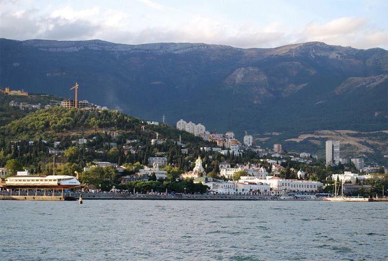 Порошенко переконаний, що в Криму знову замайорить синьо-жовтий прапор / фото okryme.com