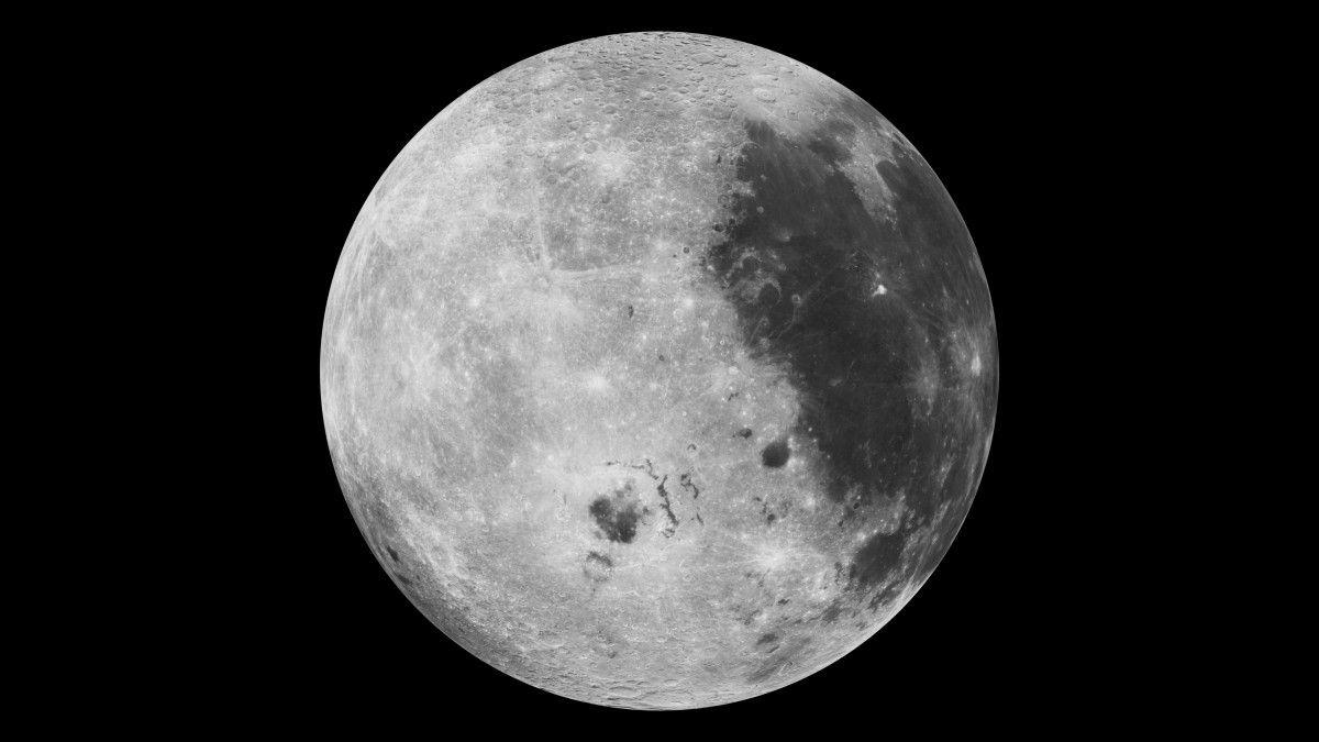 Лед на Луне существует просто на открытой поверхности / NASA