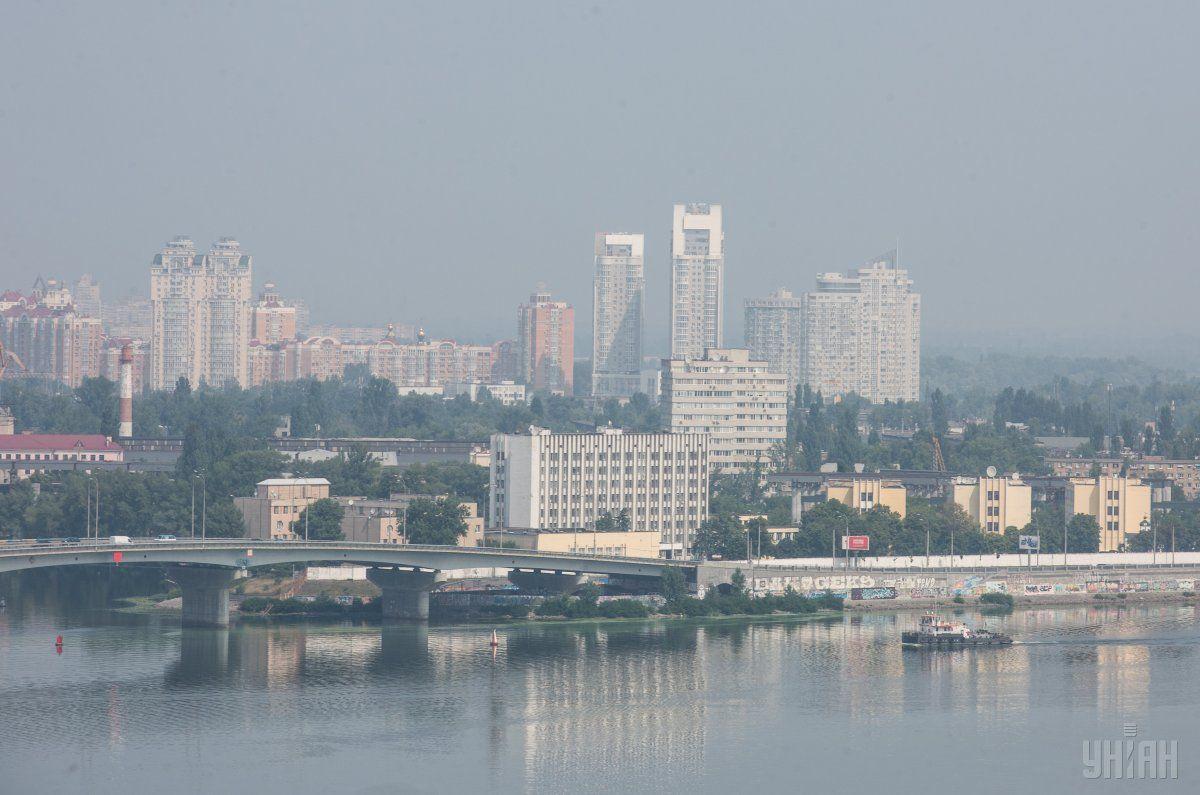Київ знову накрив смог / Ілюстрація УНІАН