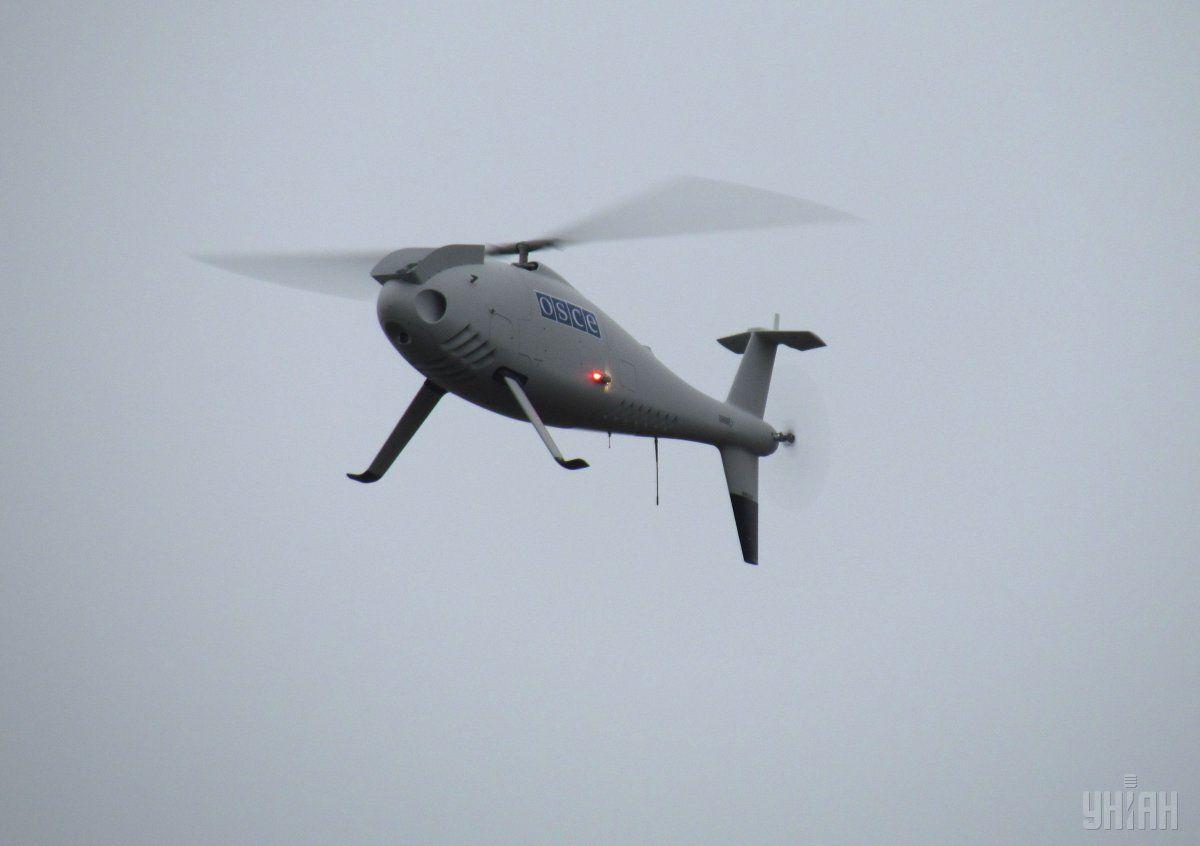 Сотрудникам ОБСЕ пришлось приземлить и забрать беспилотник / Фото УНИАН