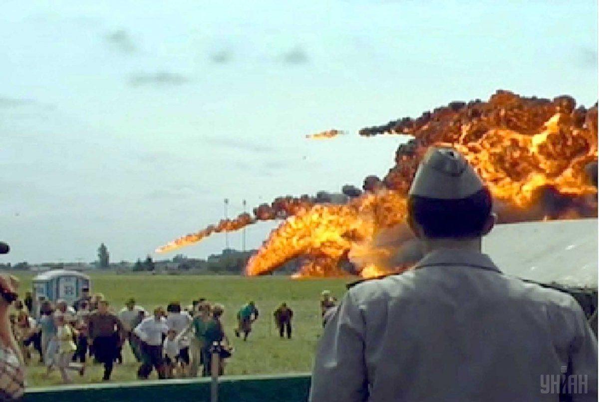 Самолет упал при выполнении фигуры высшего пилотажа / УНИАН