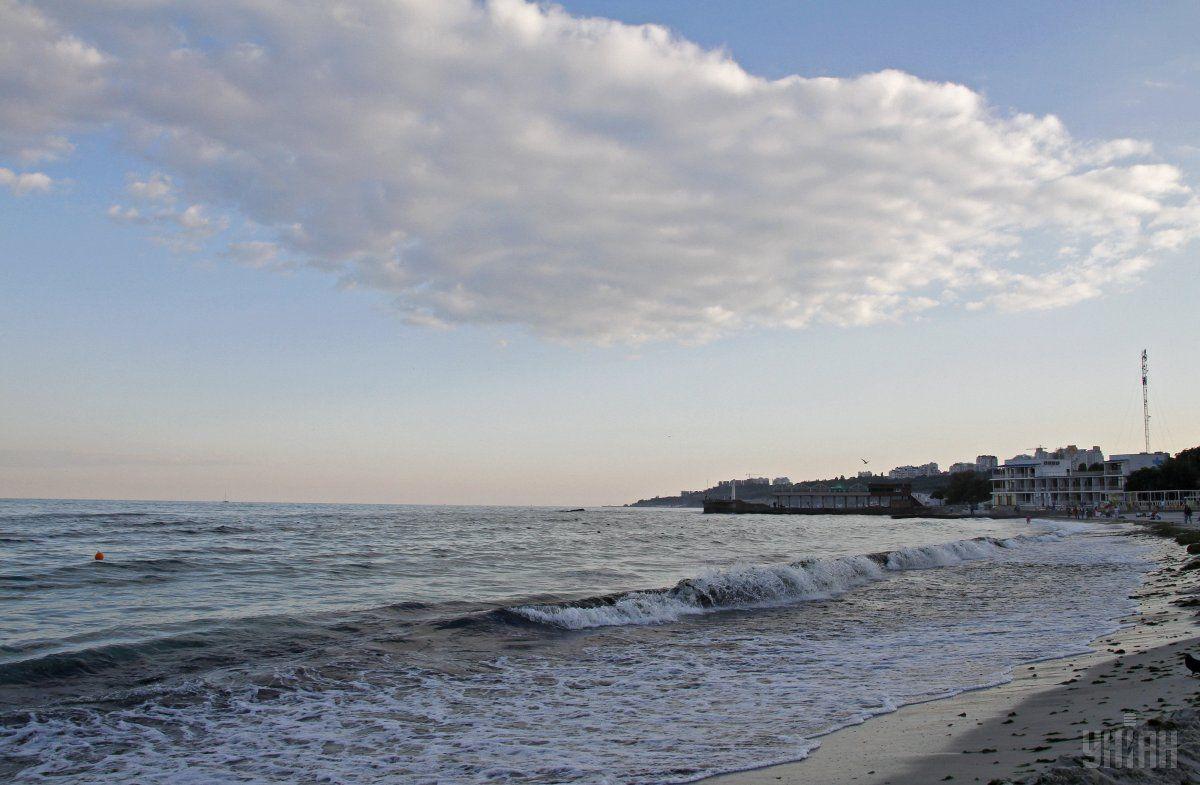 В Одессе власти рекомендуют не купаться в море несколько дней / Фото: УНИАН