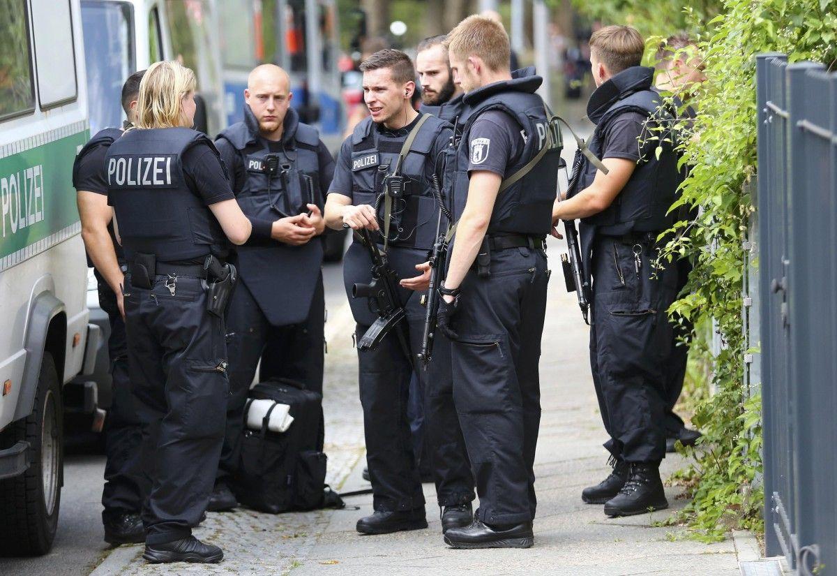 У Німеччині поліція переслідує небезпечного злочинця / Ілюстрація REUTERS