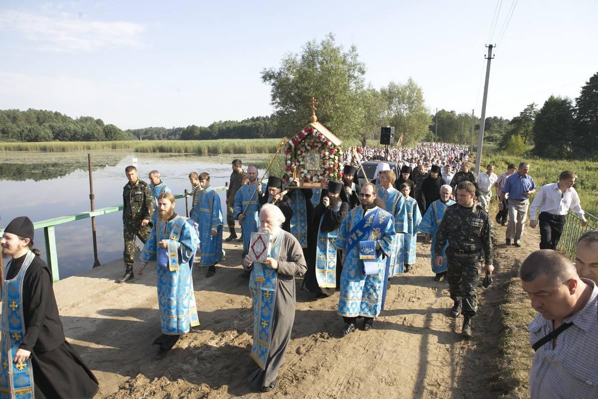 Крестный ход из Вирли в Почаев. 2 августа, 2016 год. Фото pochaev.org.ua.