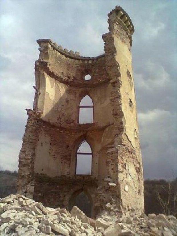 Червоногородський замок обвал вежі  / Фото УНИАН