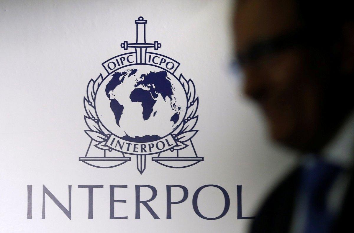 Эмблема Интерпола / REUTERS