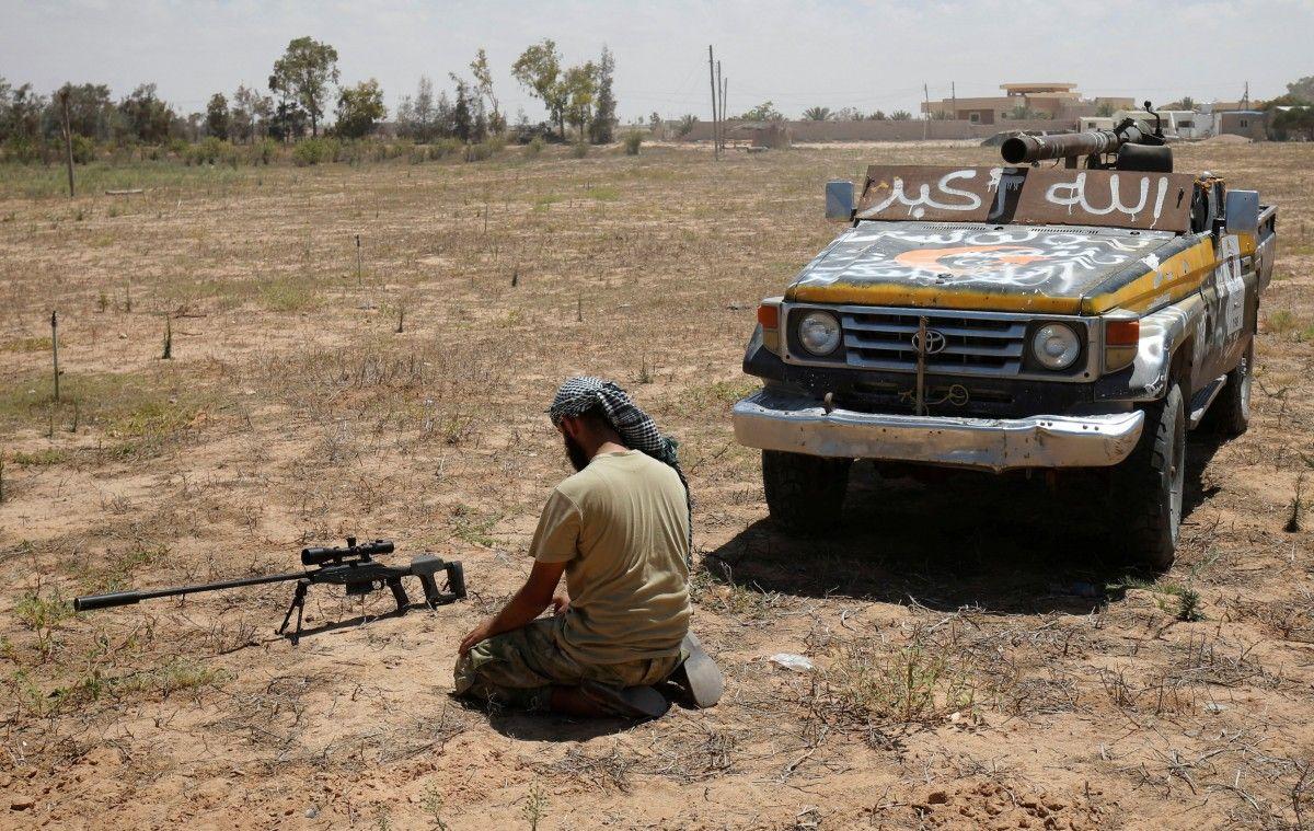 ЕС готовит планы по отправке военной миссии в Ливию / REUTERS