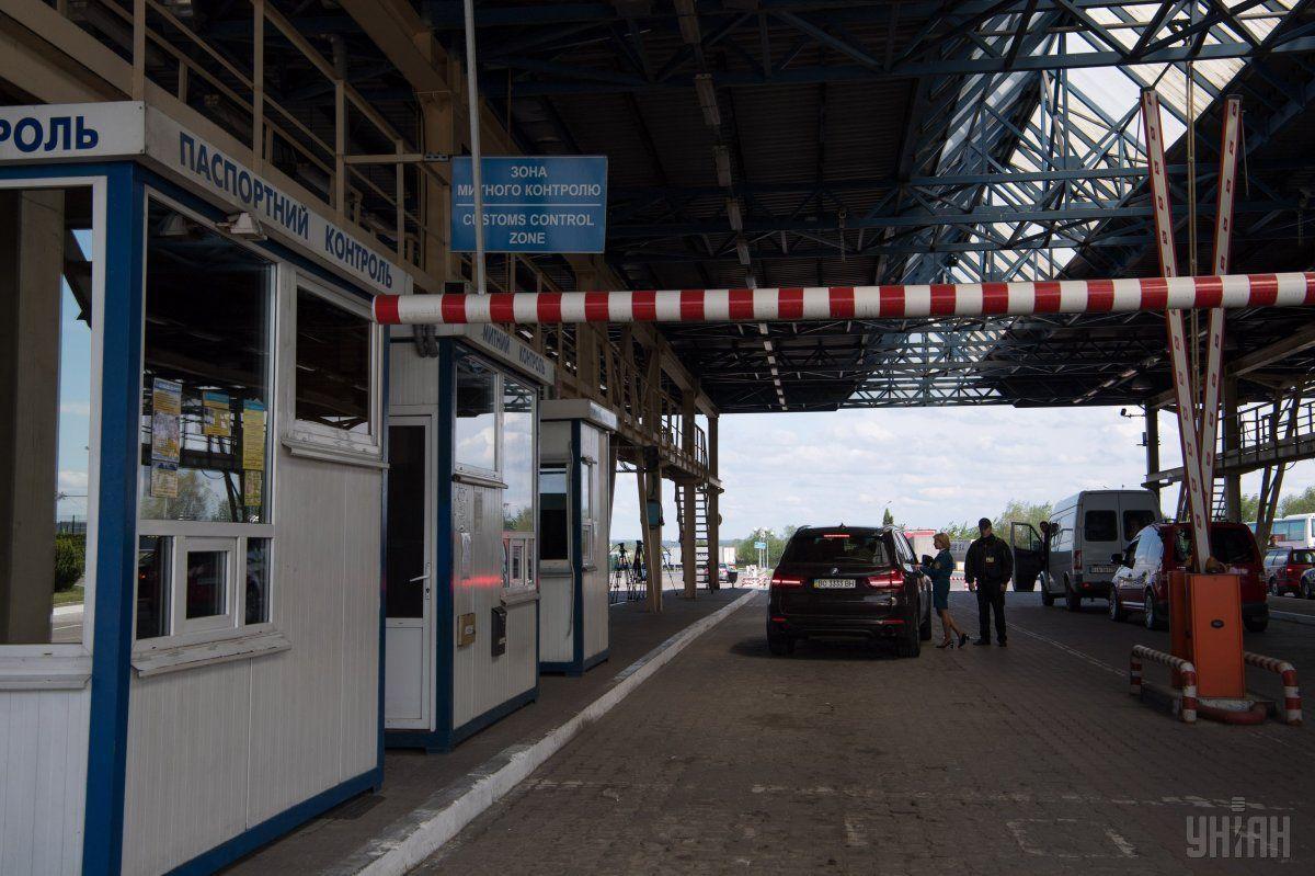 На границе с Украиной образовались огромные очереди / фото УНИАН