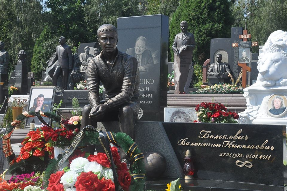 На Байковом кладбище установили памятник Белькевичу / LegendsFCDK