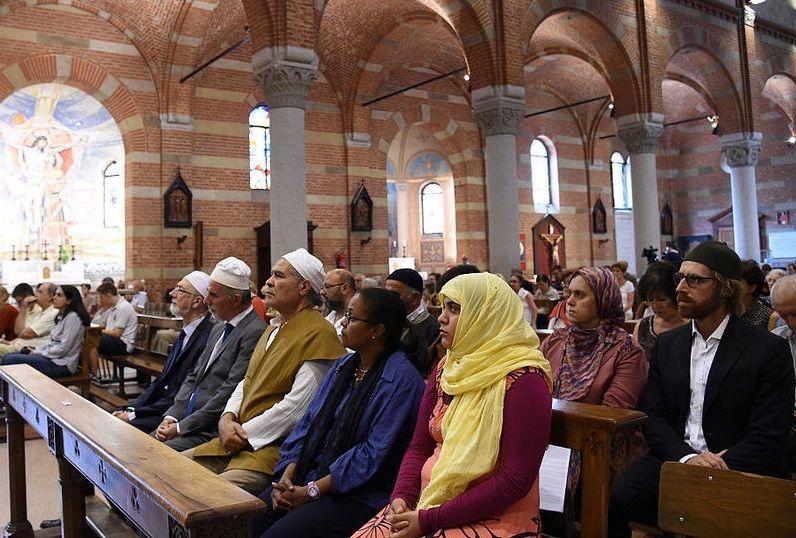 Мусульмане посетили мессы в храмах в знак солидарности с католиками. Фото: islam.com.ua
